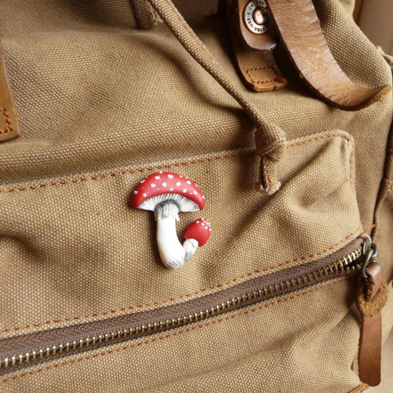 Брошь мухомор, гриб пин на рюкзак