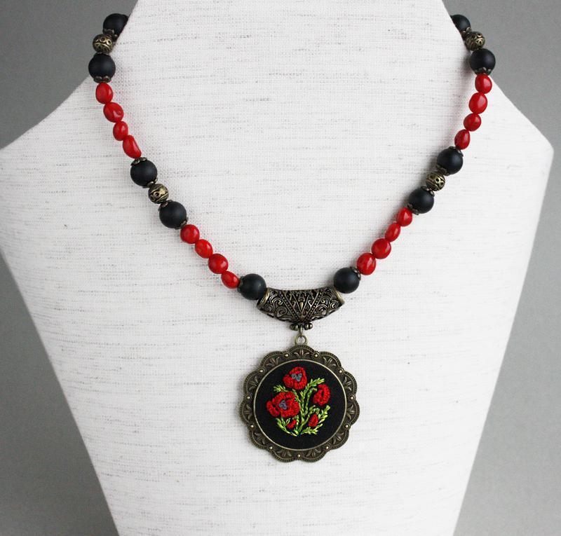 Короткое ожерелье с маком Бусы с кораллом и агатом