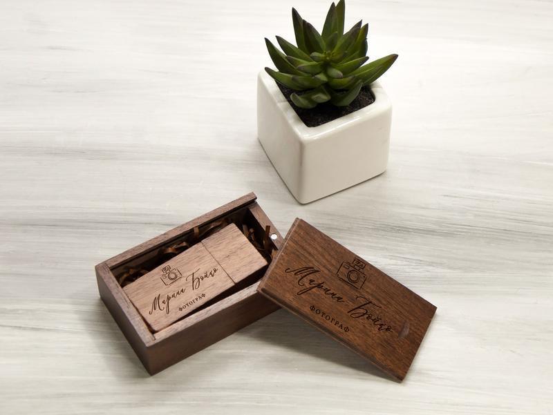 Брендированная флешка с гравировкой логотипа в деревянной коробке, 16-32 Гб