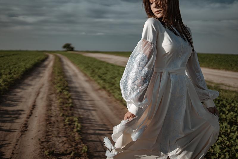 Вышитое свадебное платье, молочное платье вышиванка макси, вышитый кафтан