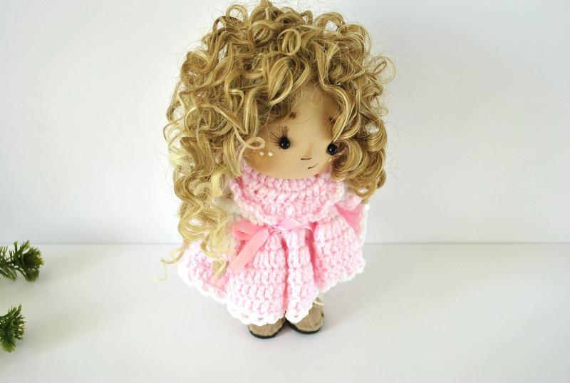 Коллекционная кукла шатенка в зефирном платье