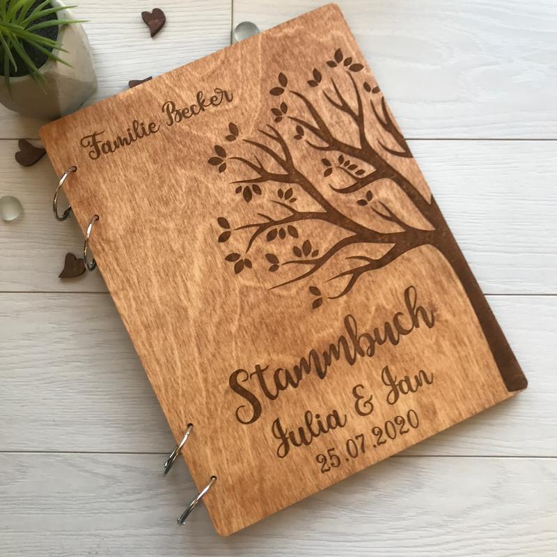 Деревянная папка для свидетельства о браке с именной гравировкой