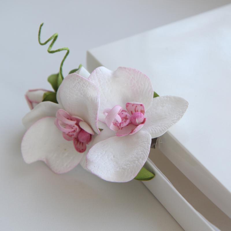 Заколка с орхидеями. Заколка с цветами. Свадебная веточка с орхидеями. Орхидея в прическу.