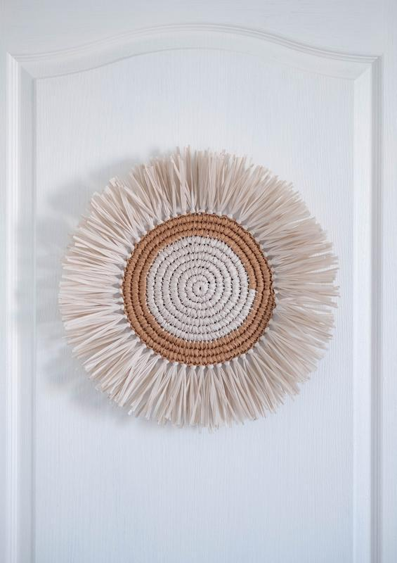 Круглое панно из рафии для детской комнаты, стиль бохо