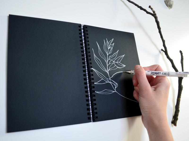 """Скетчбук черные страницы и белая ручка. Авторская иллюстрация """"Cевер"""""""