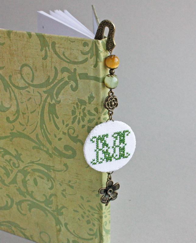 Оригинальная закладка для книг с монограммой Книжная закладка Подарок учителю любителю чтения