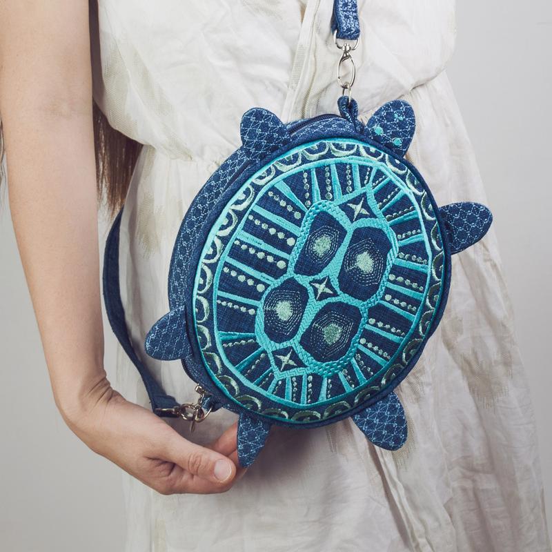 Вышитая сумочка в форме черепахи. Оригинальная текстильная сумка с вышивкой. Дизайнерская сумочка