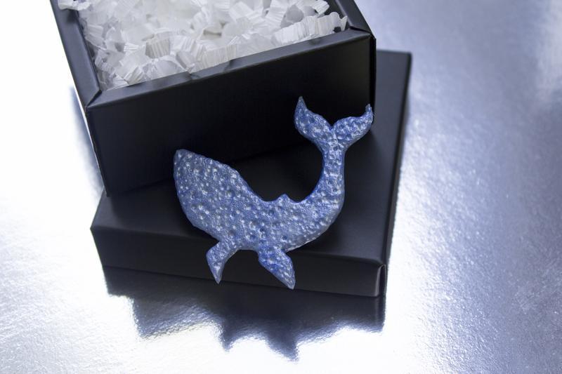 Брошь кит, минималистичное украшение, морская летняя брошь