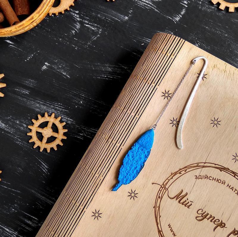 Синяя авторская закладка Перо. Геометрическая закладка Листок. Закладка для книги ручной работы Перо