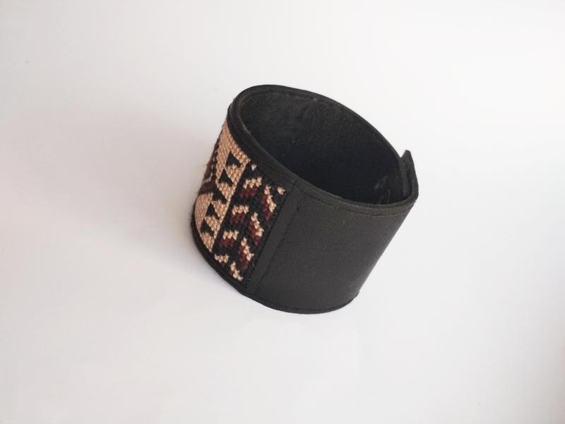 """Мужской кожаный браслет с вышивкой """"DanSo"""""""