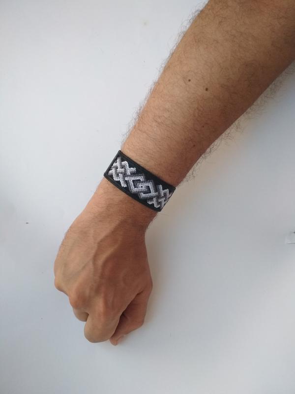 """Чоловічий шкіряний браслет з вишивкою """"Kenio"""""""