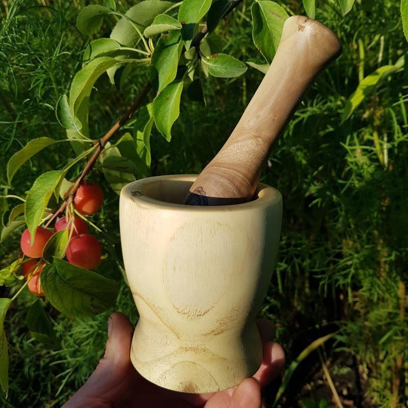 Ступка из древесины ореха