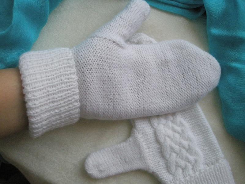 Варежки белые ручной работы. Размер М-L