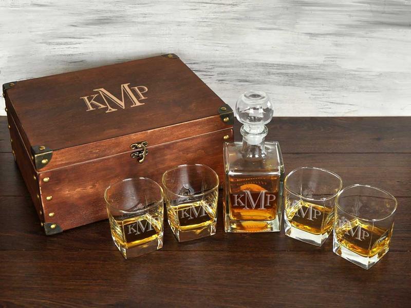 Стильный стеклянный набор для виски с именной гравировкой монограммы