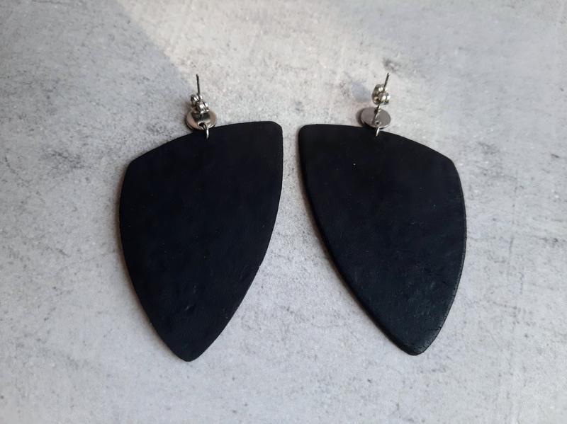 Стильные красивые черные серьги.