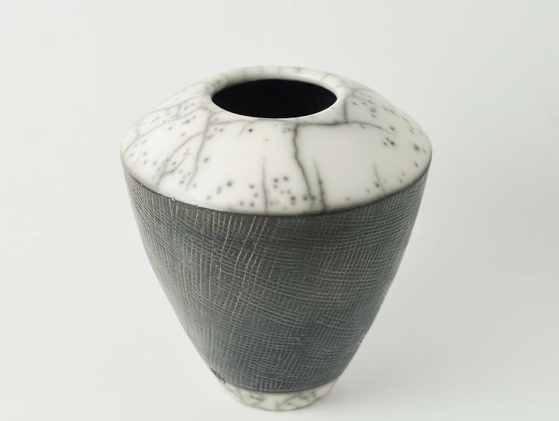 Черная керамическая ваза, Керамика Raku ручной работы, Высота -16 см. , арт.№68