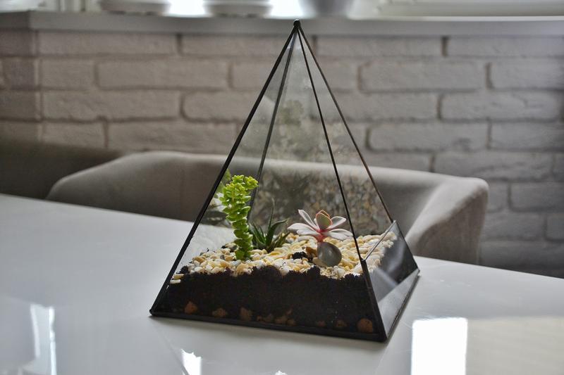 Флорариум пирамида