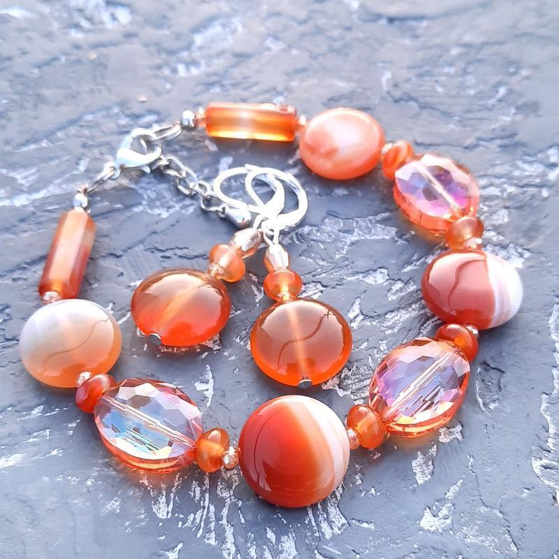 Комплект из натурального сердолика и кристаллов браслет и серьги браслет из сердолика и серьги