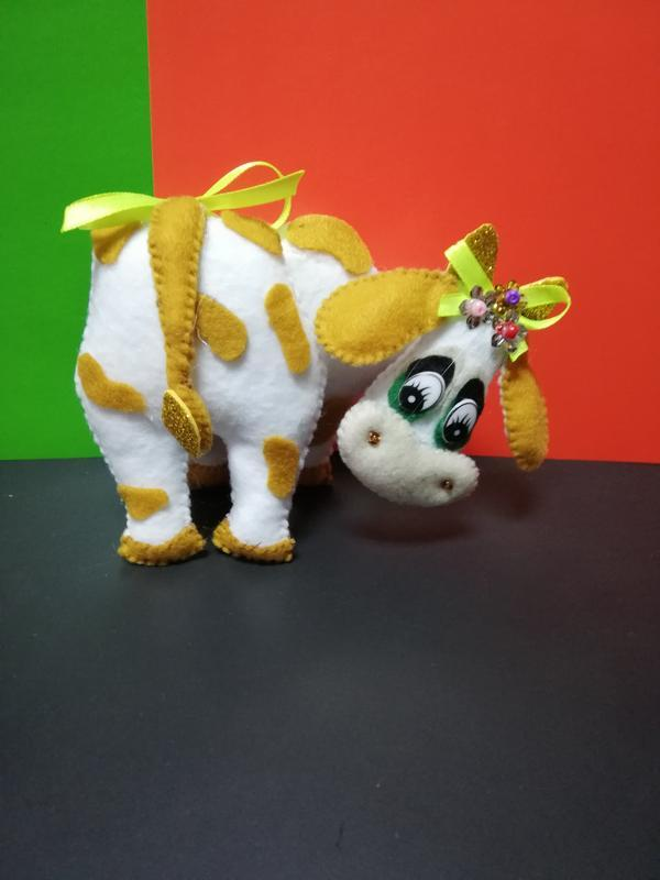 Веселые коровки из фетра символ 2021года сувенир. интерьерная игрушка.
