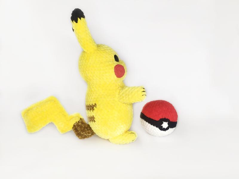 Плюшевый покемон Пикачу - подарок фанатам Покемонов
