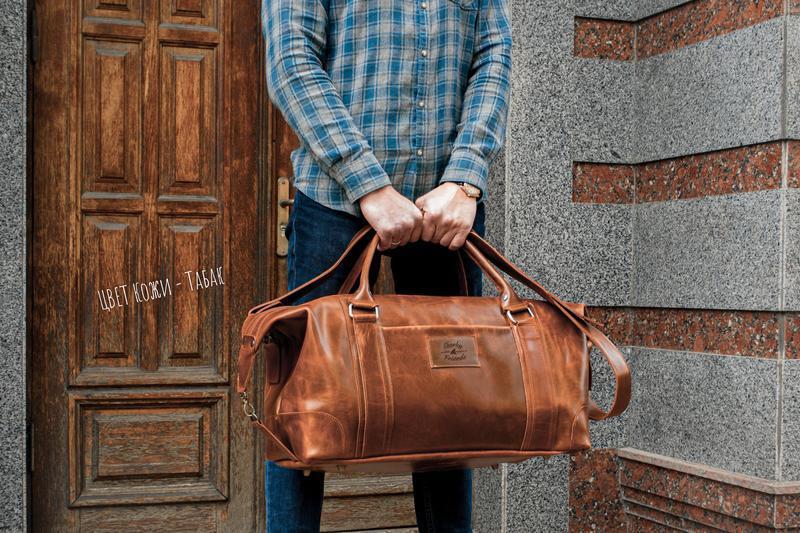 Дорожная сумка коричневого цвет. Сумка спортивная из кожи