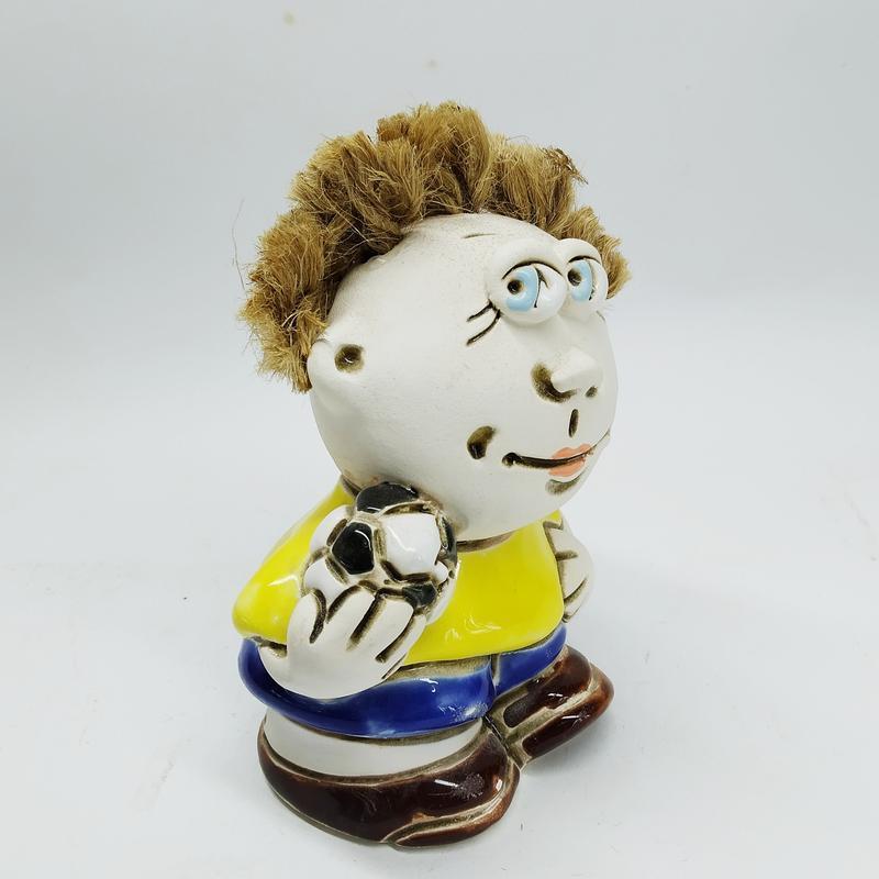 Статуэтка керамическая футболист
