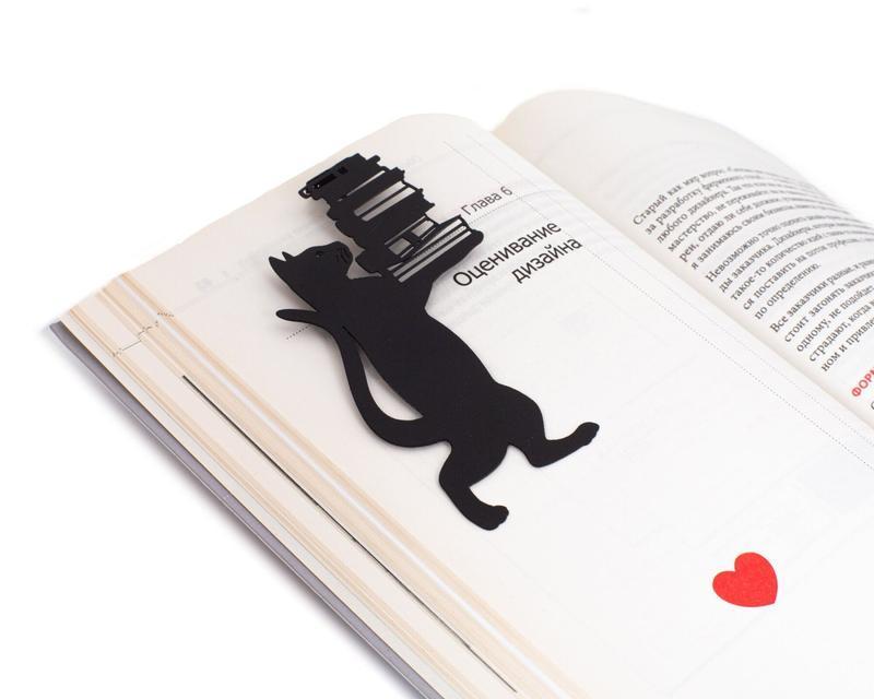 Закладка для книг «Кошка cо стопкой книг»