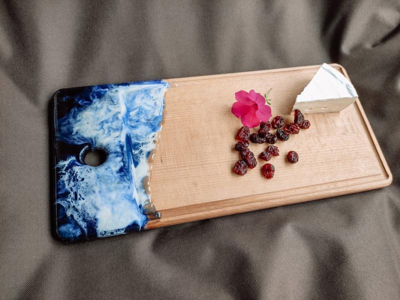 Кухонная доска для подачи блюд из натурального дерева с декором из Эпоксидной смолы Epoxy Resin Art