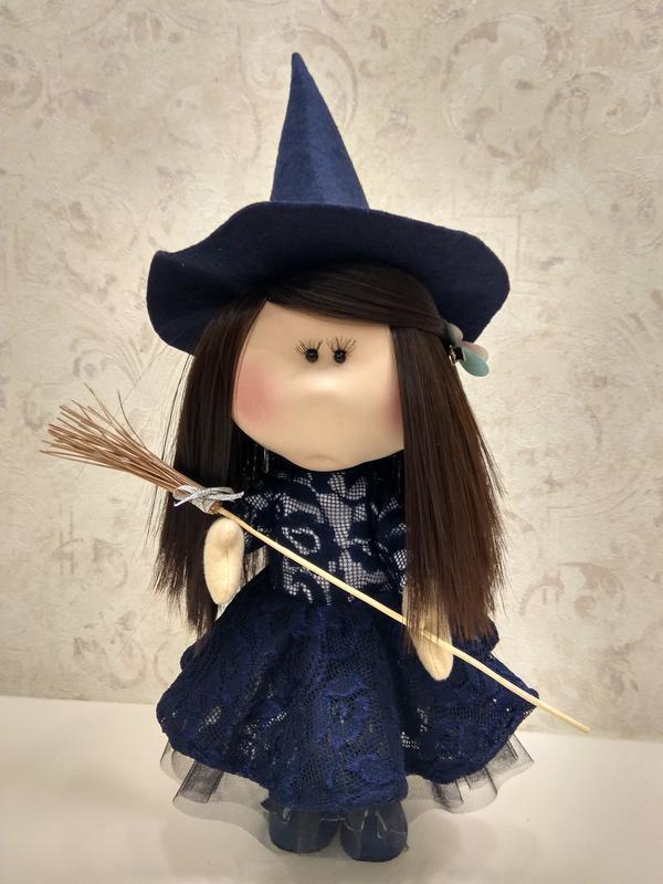 Кукла-тыквоголовка в образе ведьмы