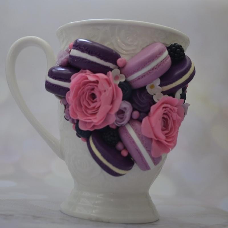 Чашка с декором, яркое настроение