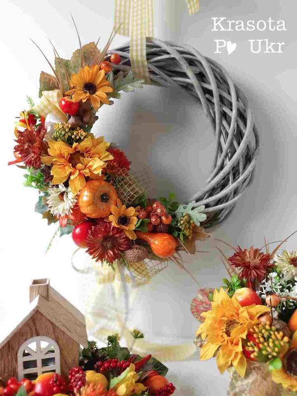 Осенний веночек с подсолнухами, шишками и добавочками