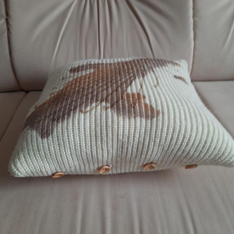 Вязаная декоративная диванная подушечка