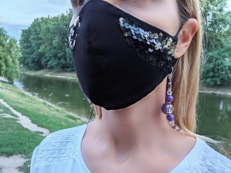 Цепочка для маски с большими фиолетовыми бусинами