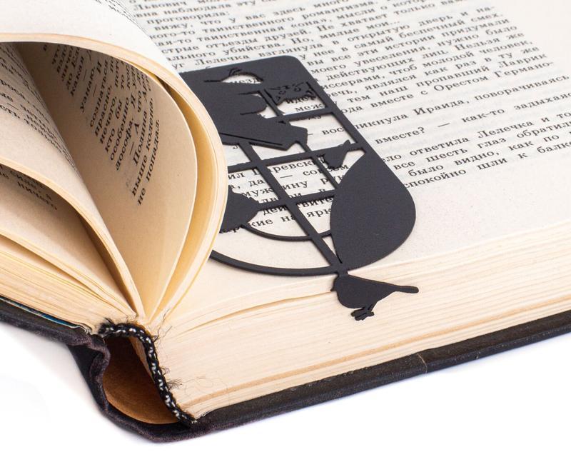 Закладка для книг «Читающий мальчик»