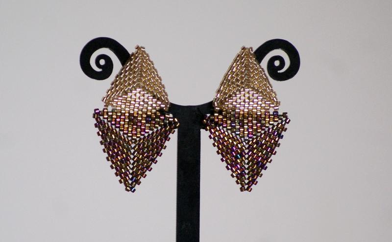 Сережки гвоздики треугольной формы