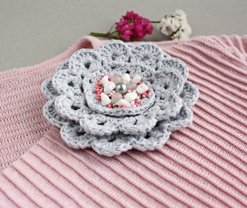 Большая брошь цветок с жемчугом Серая розовая брошь для пальто Украшения бохо Розовый кварц, жемчуг