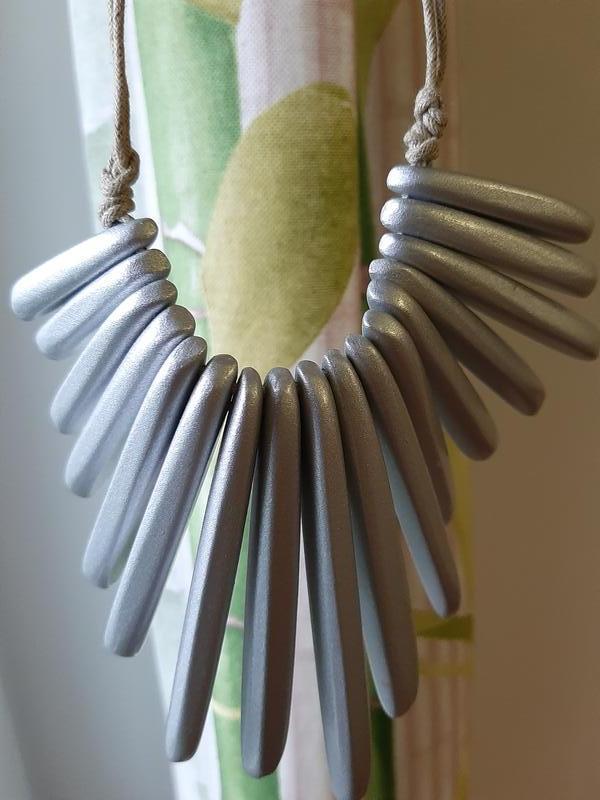 Ожерелье из дерева