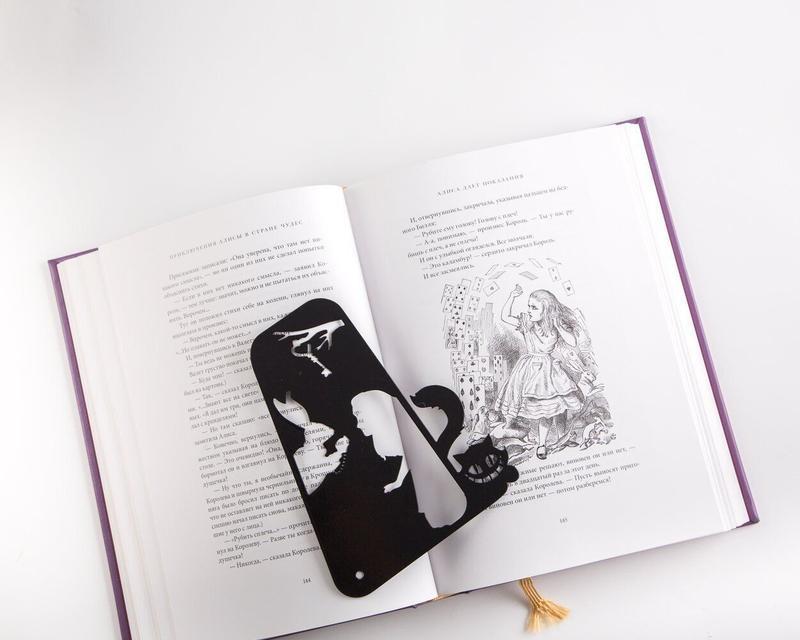 Закладка-разделитель для книг «Алиса в стране чудес»
