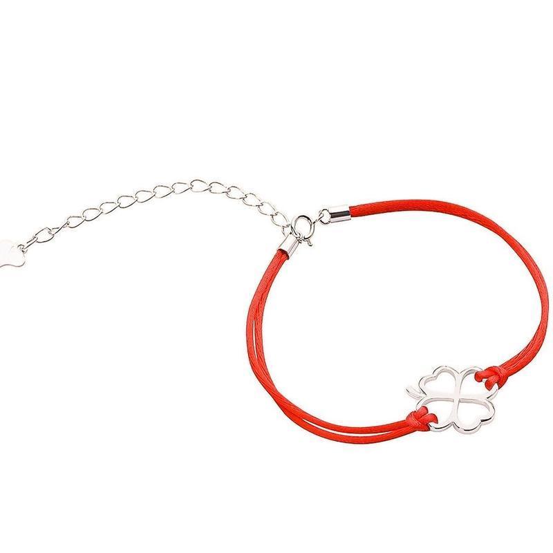 Красная нить с серебряным клевером