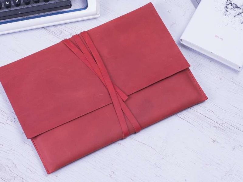 Кожаный чехол для ноутбука бордовый