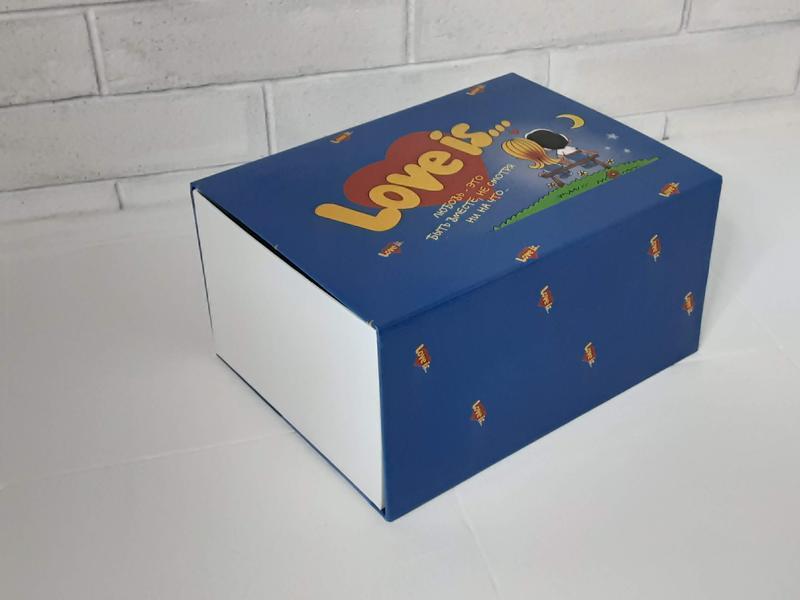 Подарочная коробка Love is..