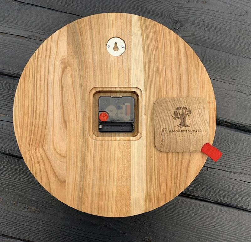 Настенные часы из дерева и стабилизированного мха 30 см