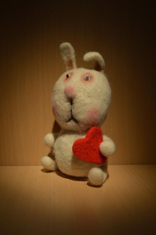 Іграшка ручної роботи заєць