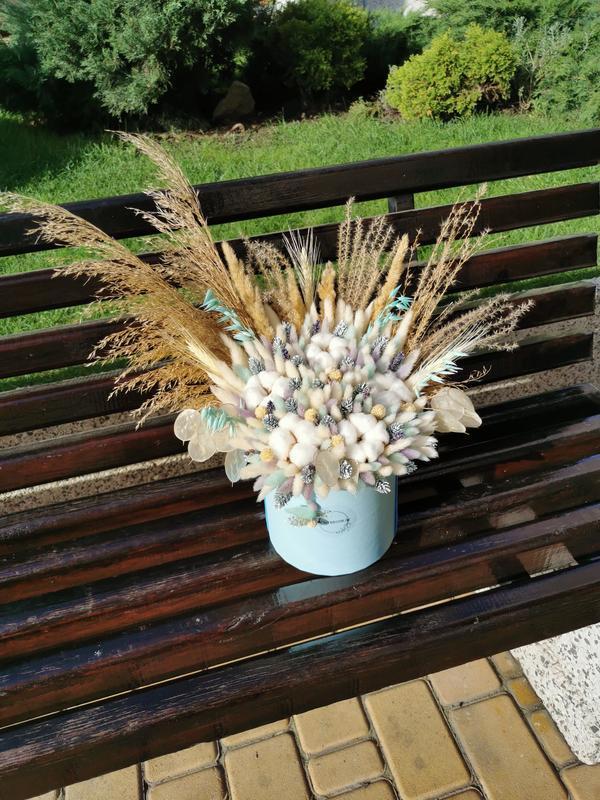 Сухоцветы в шляпной коробке