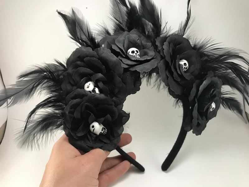 Обруч с чёрными розами и черепами