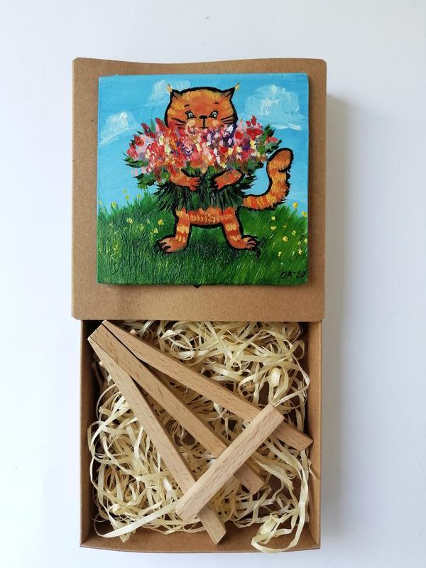 Мініатюра з рудим котом і букетом квітів маслом на підставці, Магніт, сувенір на подарунок
