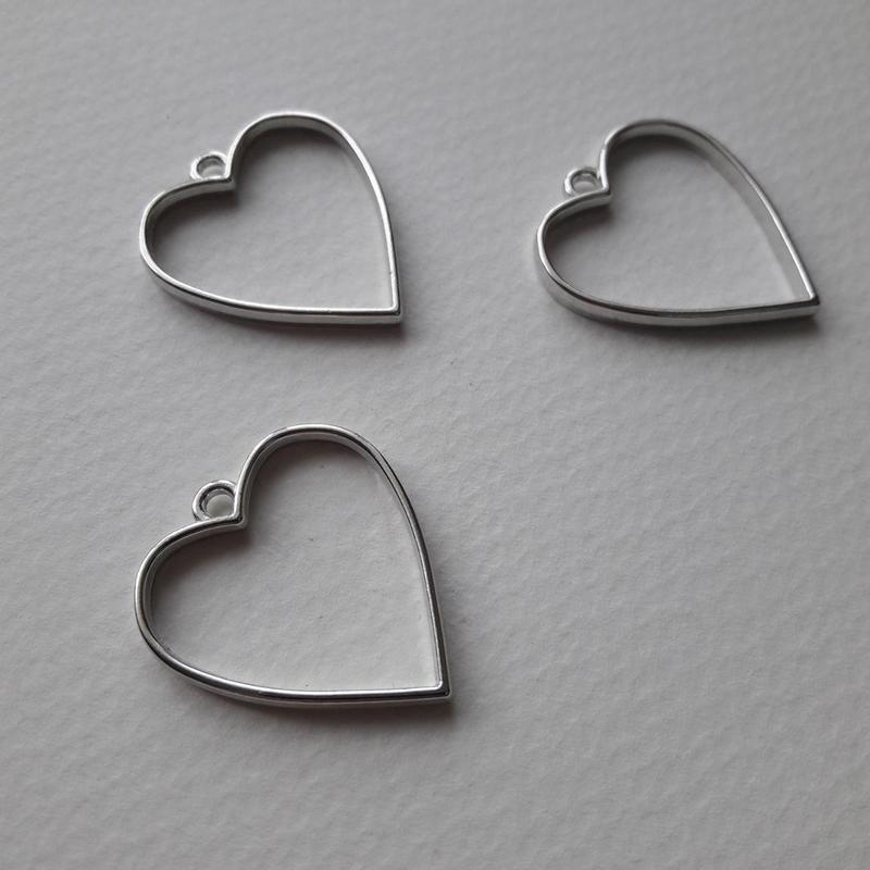 Металева фурнітура у формі серця для прикрас з епоксидної смоли.