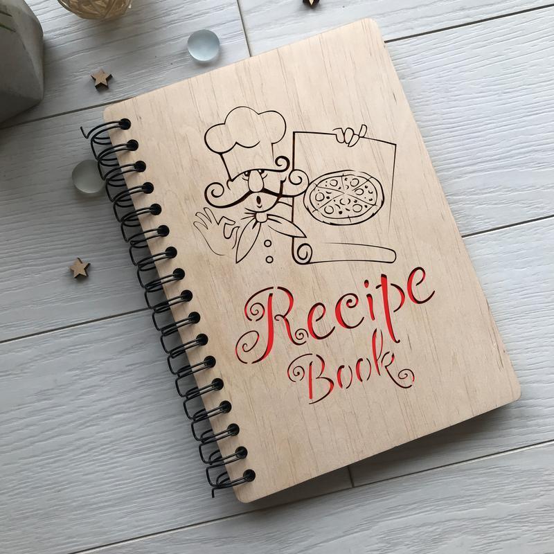 Записна книжка для рецептів в дерев'яній обкладинці на спіралі