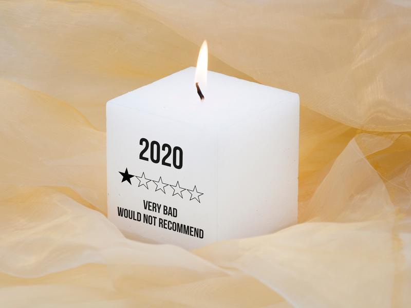 Белая свеча для декора интерьера