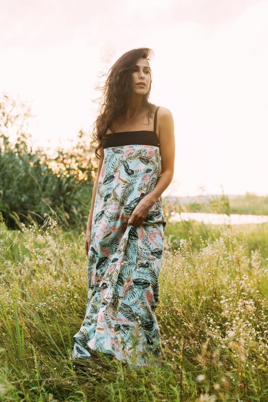 Летний сарафан макси в яркий растительный принт